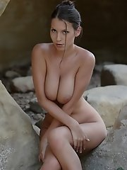 Fine nude art with bust babe Angela at the rock window